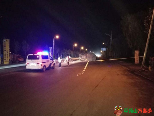 叶县一路段发生交通事故致路面大面积燃油泄漏